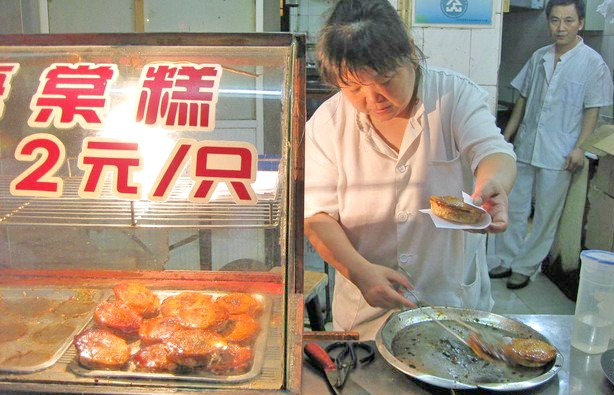 Begonia Cake (source: http://edition.cnn.com/travel/destinations/shanghai)