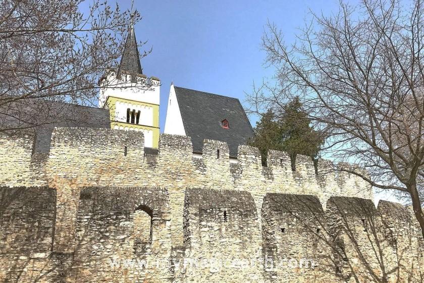 Church Ingelheim, Rhine river