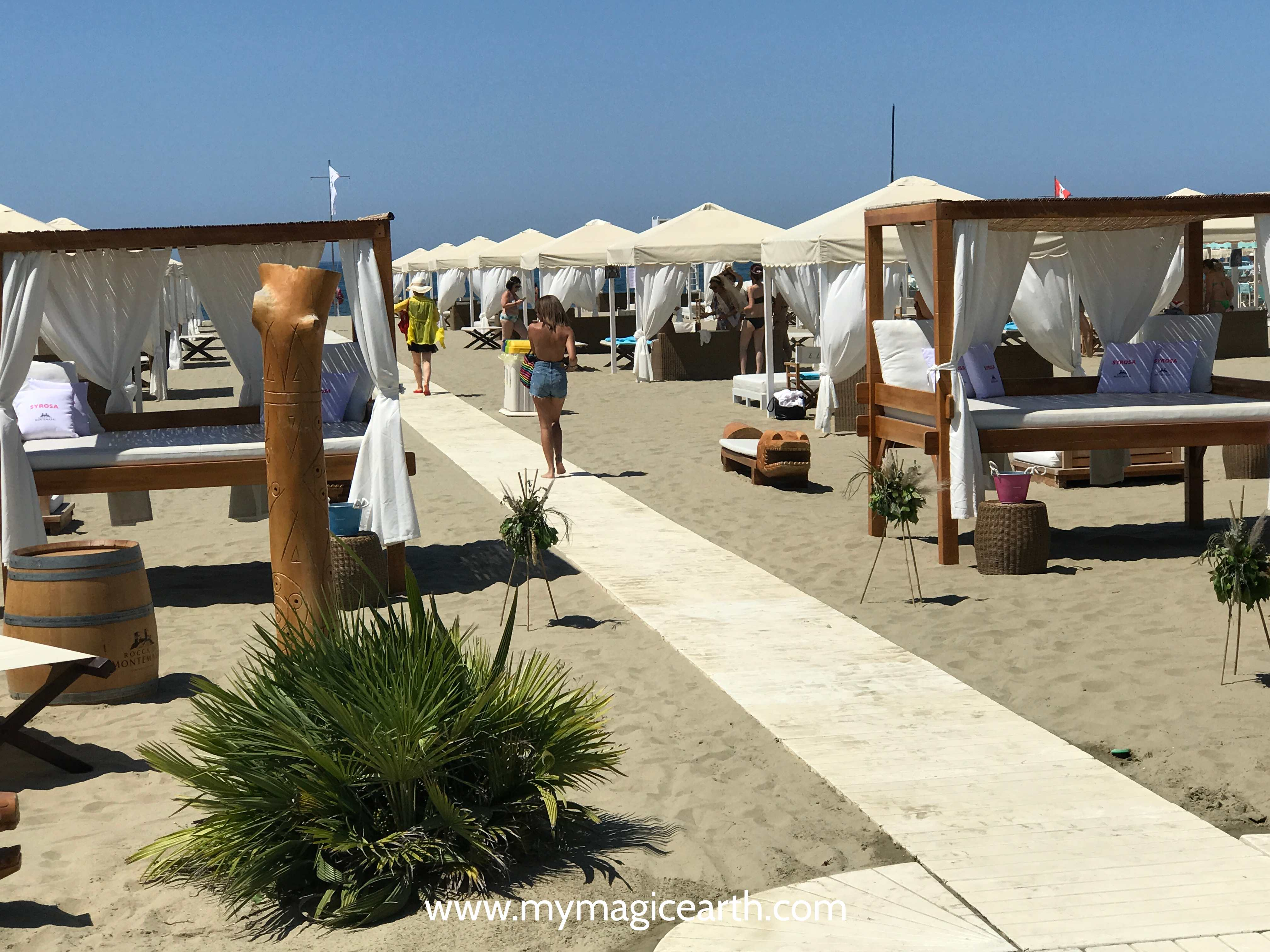 Plush sen beds from Nikki club, whilte wooden boards on Italian beach