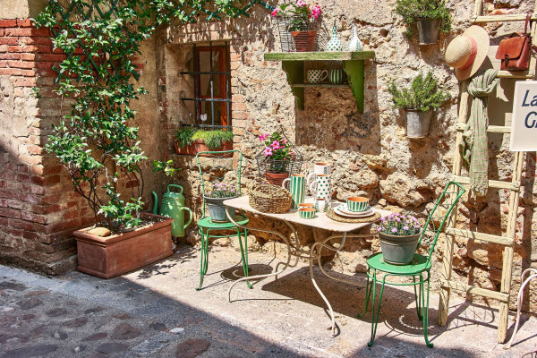 A silent corner of a local shop in romantic settings, Monteriggioni, Tuscany summer itinerary
