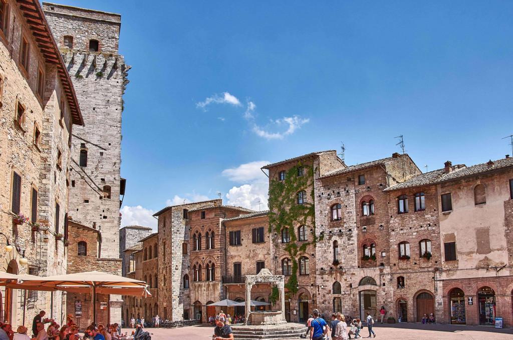 The triangular Piazza della Cisterna, San Gimignano, Tuscany