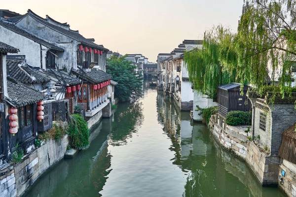 canal scene in Xitang water town
