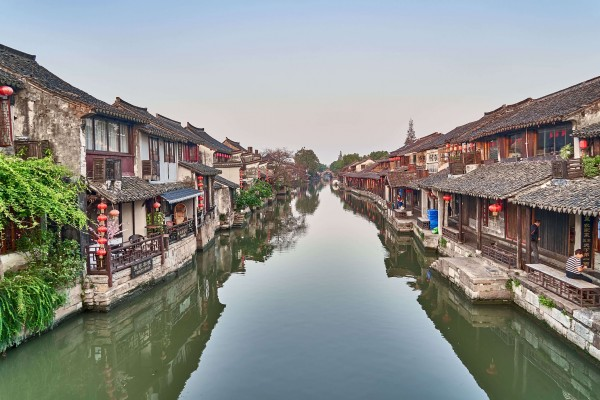 The Xitang water town in the morning mist, like a piece of Chinese painting