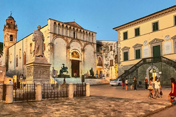 Palazzo Moroni in Pietrasanta; Day trips from Pisa