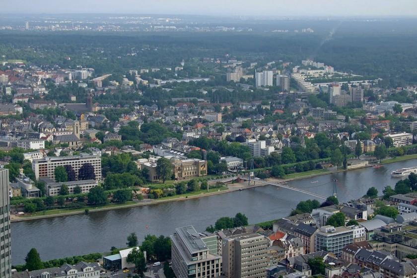 Frankfurt museum riverbank