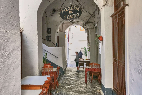 Restaurant in the narrow alley