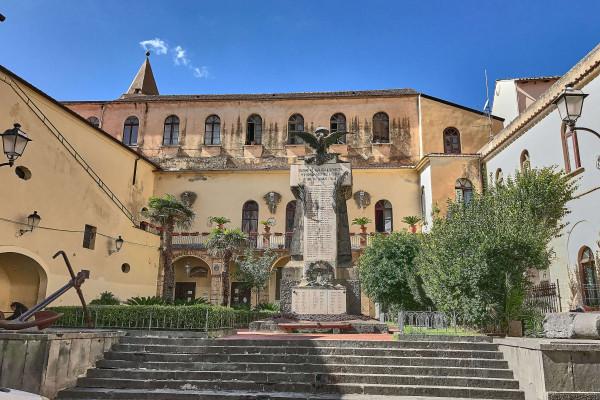 Things to do in Amalfi, piazza Municipio