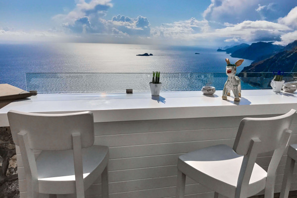 The position of the restaurant Rifugio Dei Mele gave us the impression that it merged into the ocean and sky with no boundary. Could I call it an infinity bar?