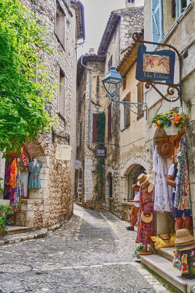 Shops along the narrow street in Art Village Of Saint-Paul-de-Vence