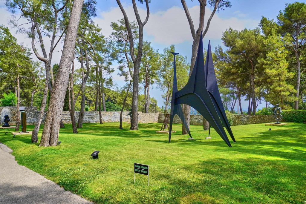 sculpture garden at teh entrance of Maeght Foundation