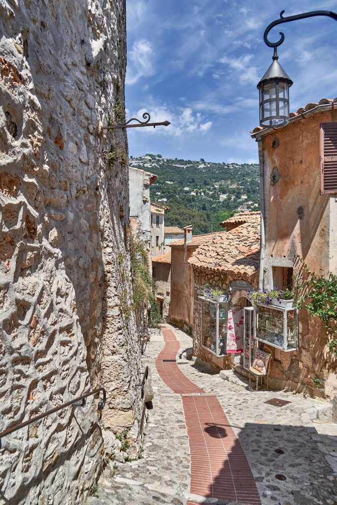 narrow alleys in Provence; narrow street in Eze