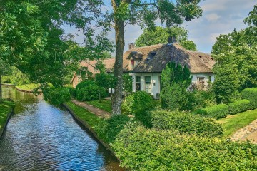 Beautiful private house on an island in Giethoorn village, the Netherlands