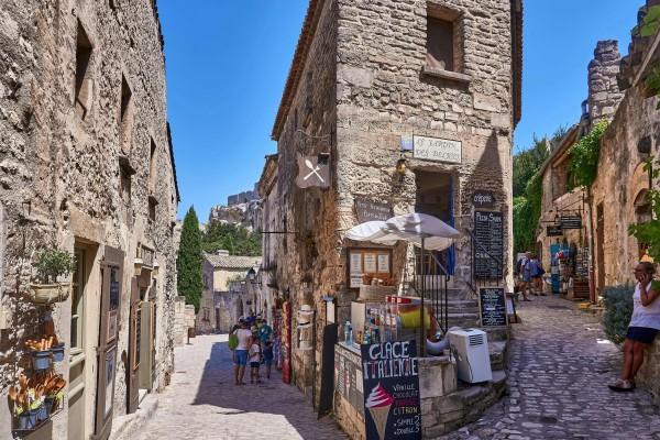 narrow alleys in Les Baux de Provence