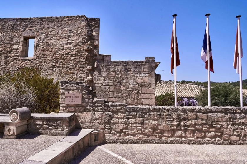 Place du Prince Rainier III de Monaco; Les Baux de Provence