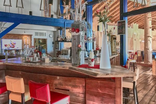 Bar in in Falkensteiner Club Funimation Hotel