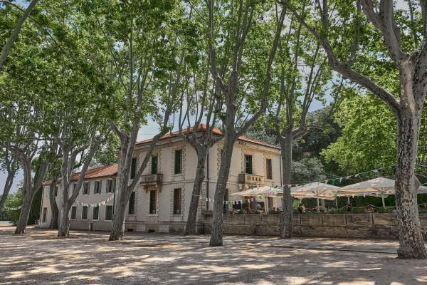 Restaurant near the entrance of Pont Du Gard walking trail
