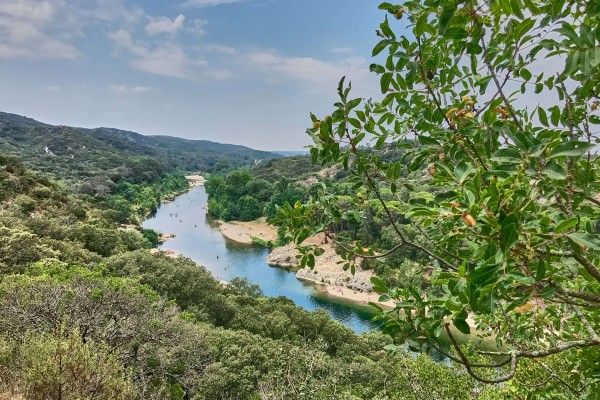 Pont du Gard Walking Trail, the beach along the river