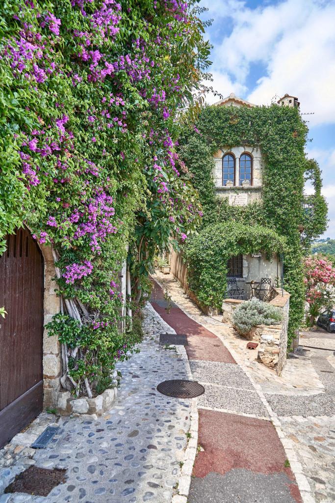 narrow alleyways in Provençal Villages; Saint Paul de Vence